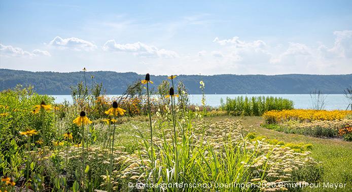 Uferpromenade mit Blick auf den See